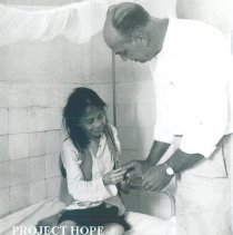 Image of HOPE Gene Schulze with patient at Bien Hoa Mental Hosp in Vietnam 1960