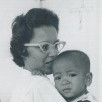 Image of Unknown nurse with child in clinic in Indonesia in 1960