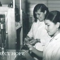 Image of Students in the lab in Ecuador 1963.