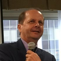 Image of Tom Kenyon, CEO and President of Project HOPE at the 2016 reunion.