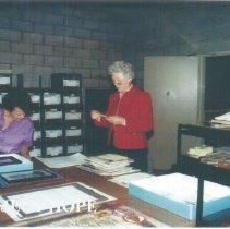 Image of Ann Lenzmeier Ledford and Helen Walsh during 1991 Alumni Board Meeting