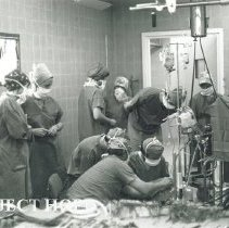 Image of HOPE technicians demontrates a heart-lung machine to Polish counterparts.