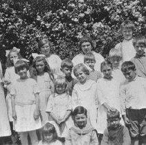 Image of Old Irvine's Landing School class 1921