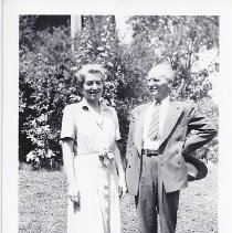 Image of Helen and Warren Howe
