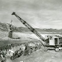 Image of Lorain Dragline stripping clay