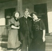 Image of Clint and Mattie Heath with daughter