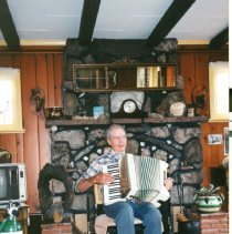 Image of Norman Ralston playing accordian