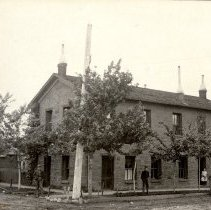 Image of Astor House with Goetze family