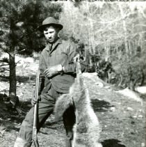 Image of Rick Wahlberg with killed coyote