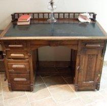 Image of 1990.043.001 - Desk, Slant-top