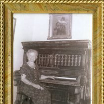 Image of Mattie Heath at piano