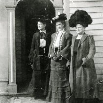 Image of Mrs. John P. Kelley and friends