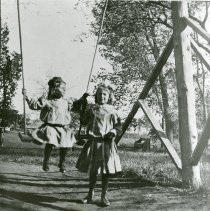 Image of Frances and Mildred Hemberger