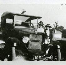Image of Bessie Pickett and Elizabeth Hemberger