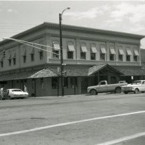 Image of First National Bank in Golden