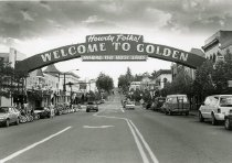 Image of Welcome arch in Golden
