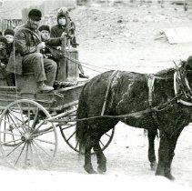 Image of Wagon full of children