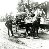 Image of Hoyt Family and wagon