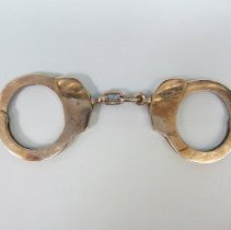 Image of 2008.010.151 - Handcuff