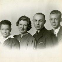 Image of Chester J. Petrie family