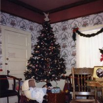 Image of Christmas decorations at Astor House