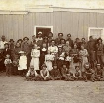 Image of Truelsen family with farm hands
