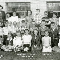 Image of Mitchell School, third grade class photograph