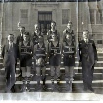 Image of 1924 Golden boys basketball team
