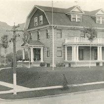 Image of Beta Theta Pi house