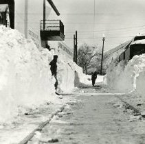 Image of Clearing the trolley tracks after the 1913 Blizzard