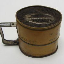 Image of Metal flour sifter 5