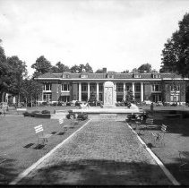 Image of Bestor Fountain - Unknown