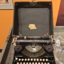 Image of typewritter in case