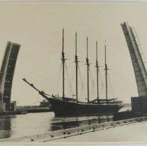 Image of Edna Hoyt 5-masted Schooner -