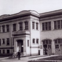 Image of City Hall 550 First Street as it was built in 1914 with fire bell on the side - 2015FIC789