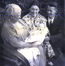 Image of Cleveland, Emma Settlemier, and daughter Dorothy Hecker and family - 2015FIC887