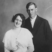 Image of Unknown Couple 00090 Hall B-3a-4 - 2015FIC1022