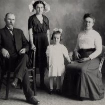 Image of Family 370 - 2015FIC1412
