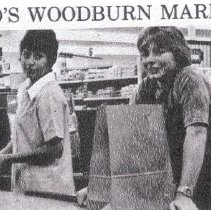 Image of Lind's Woodburn Market Employees - 2016FIC2662