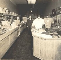 Image of Woodburn Bargain Store 479 Front Street in 1924 - 2016FIC4104