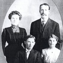 Image of Whitman, Frank and wife Mary and children Clyde and Grace - 2016FIC4402