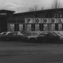 Image of Roth's IGA Foodliner 948 N Pacific Highway in 1979 - 2016FIC4722