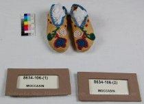 Image of 8634-106-(1-2) - Moccasins, Floral; Pair, Souvenir