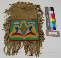 Image of 8634-212 - Pipe Bag, Beaded; Leather; Floral Pattern
