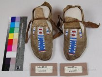 Image of 9484-25-(A-B) - Moccasins, Childs; Sioux, Stripe