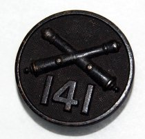 Image of 9393-10 - Insignia, Button; Field Artillery W/ 141, World War I