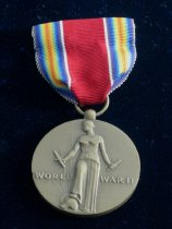 Image of 9085-54-(1-2) - Medal, USA, Victory WWII, W/ Service Bar; W/Box