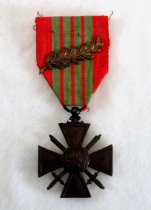 Image of 6090-8-(1) - Medal, French; Croix de Guerre, Presented to Col Miltonberger, 1945