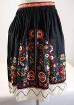 Image of 13294-10 - Apron, Kroj; Black, Multi-colored Embroidery, Lace Trim