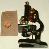 Image of 1998.05 - Microscope